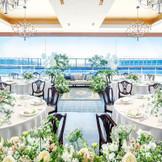 海に面した広大なプールサイドまで自由に演出して特別感のあるウェディングパーティができる「オーシャン スイート」。