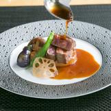 季節に合わせてご用意する特別な日のコース料理。美味しさに皆様の笑顔がこぼれます。