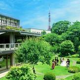 歴史的な作庭家、七代目小川治兵衛が手掛けた広大な庭園は訪れた人々から絶賛されます