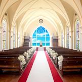 木の温もりを感じられる、温かみのある教会。