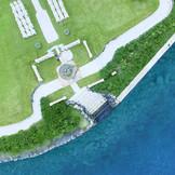当日、結婚式の時間帯は360度海に囲まれた無人島がお二人と招いたゲストの為だけに用意された自由空間に。人目も時間も気にならない正に、プライベートなリゾートウェディングが叶う。