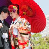 お仕度完了後には、姫路城(または城見台公園)へ「てくてくロケ」へ♪ 世界遺産姫路城をバックに、思い出に残るお写真を撮影してください☆
