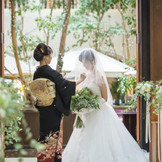 幸せになってねとお母様から花嫁さまを 送り出すベールダウンのセレモニー