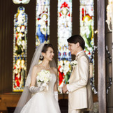 140年の歴史あるステンドグラスが輝く本物の教会