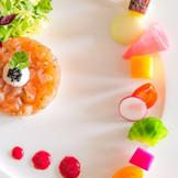 和洋中それぞれの料理長が腕をふるう、会員制ホテルならではのこだわりの料理はゲストからも好評。折衷料理も選べるので、エクシブならではの美食婚を叶えて。