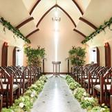 森の教会をイメージするチャペル