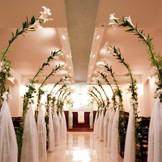 3階 BUAチャペル カサブランカの生花に光に満ちた幻想的な大聖堂!