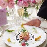 結婚式に華を添える、色鮮やかなフレンチ料理。