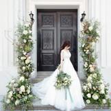 重厚感のある扉。ノスタルジックな雰囲気を醸し出す。