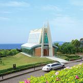 海・空・緑に囲まれた独立型チャペル「クリスタルグレイスチャペル」! 祭壇からの眺めは圧巻!!