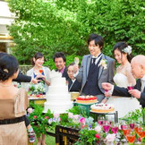 会場併設のガーデンでのデザートブッフェが人気!