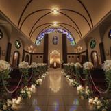 【本格的クラシック教会見学】荘厳な空間、天井高9M&1885年製ヨーロッパ輸入の由緒あるステンドグラスが美しい本格教会!