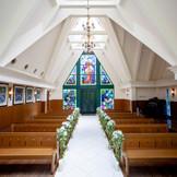 徳島県内でも珍しい、本格的なステンドガラスのチャペル。徳島で「結婚式」「挙式」を挙げるなら「ブライダルフォート」