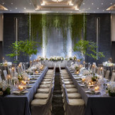 大人数が着席してもゆとりがある「ブリエ」。丸テーブルや長テーブルを使って自由なレイアウトが可能です。