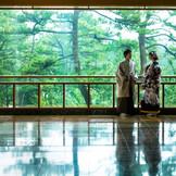 松林の借景をバックに和の趣溢れる写真を残して。