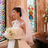 ステンドグラスは花嫁をより一層輝かせます