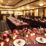 晩餐会スタイルのメインダイニング。新郎新婦だけでなく、ゲストの皆様にとっても特別な時間を演出いたします。