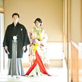 和装や新郎様の衣装も種類豊富にお取り扱いがございます。人気の和結式も数多くお手伝いさせていただいておりますので、お気軽にご相談くださいませ。