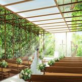 光・水・緑の自然感じる空間で、親しいゲストからの祝福を受けて。