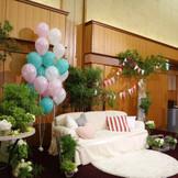 ソファースタイルの高砂★ゲストとたくさん写真を撮りたいおふたりや、アットホームな披露宴をご希望のカップル様に大人気!