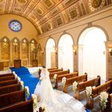 リニューアルしたマリエール大聖堂 ロイヤルブルーウェディングを体験してください
