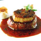 今では婚礼料理の定番のローシーニ。シェこのロッシーニの発祥はシェ松尾。誰もが納得の最高の一品。
