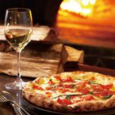 イタリア本場のピザ釜から焼き上がる自慢のPIZZAは絶品!
