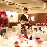 由緒ある神社での神前式とレストランウエディングの美食の饗宴