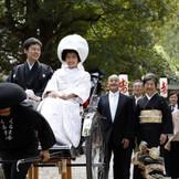 近隣神社で神前式のあとには花嫁行列で会場迄移動