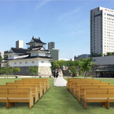 解放感たっぷり!! 富山ならではのロケーションの中、挙式できます。 富山城址公園ウェディングプラン ガーデンウェディングをお探しの方にぴったりです
