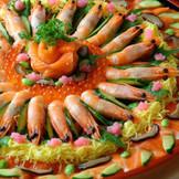 和のウエディングに似合う寿司ケーキなど、オリジナル料理やケーキもオーダー可能