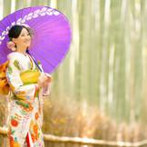 「京都らしさ」を満喫できる、世界から愛される「嵐山」での1日。当館のすぐ隣には、千年の昔の風景を残す奥嵯峨へと誘う竹林の道。