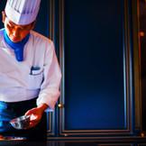 老舗ホテルやレストランなど、様々な場所で技術を磨いてきた、経験豊富なシェフが腕をふるいます。