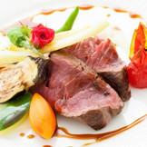 オースト産牛フィレ肉のロースト 彩り野菜とマデラソース