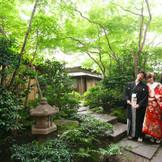 ホテル5階の日本庭園でロケーションフォト