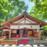 東北唯一無二の蔵舞台神殿。季節ごとの美しい景色もゲストに楽しんでもらえる。