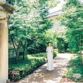 約100年前に造られた日本庭園を蘇らせたガーデン。大きく育った樹木に囲まれてロケーションフォトを