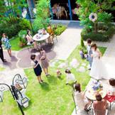 建物の中心にガーデンがあり、挙式後や披露宴中にガーデンでもおもてなしを!