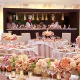 《ファミーユ》オープンキッチンからの美味しいお料理とゲストとの時間を楽しむ遊び心溢れる楽しい空間