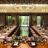 レストランバンケット 20~64名までの少人数から対応が可能な空間 ガーデンでのパーティーやカジュアルな雰囲気の披露宴をご希望の方へオススメ。 和・洋どちらのテイストも彩り豊かに飾ってくれる雰囲気は大人ウェディングをご検討の方へオススメ