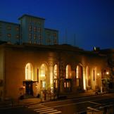 80年前に建築された第一勧業銀行をリノベーションしたクラシカルモダンなゲストハウス