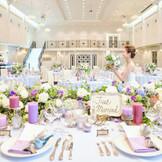 天井も高く大きな会場。 光る階段からの入場で、花嫁はよりお姫様になれる。 お2人が主役となる会場には、これ以上の会場はない☆