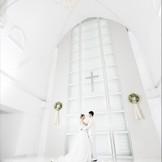 新下関新幹線口正面に位置するチャペル☆大きな窓から差し込む光が花嫁を更に輝かせる。