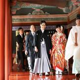 本物の和婚式が、日光東照宮で実現します。 一般の方からの「おめでとう」の声が、世界遺産ウエディングの醍醐味。