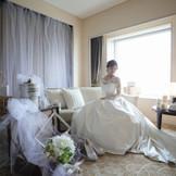 ホテル最上階のスイートルームでの 新婦感動の中にも一息の安らぎを!