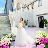 石畳の階段やシックな雰囲気に満たされた教会は、記念撮影の前撮りにも最高のロケーションに。