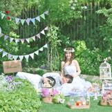 緑溢れるガーデンの使い方はふたりの自由!まるでピクニックのようなアットホームなパーティも叶う