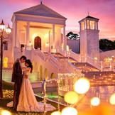 夕方にはロマンチックなイルミネーションでライトアップ