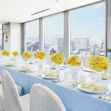 少人数ウエディング会場一例/写真は、26階スカイバンケット「トップオブサッポロ」 新郎新婦とゲストが同じテーブルを囲い、顔を見ながらの和やかな結婚式が叶います。