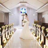 【チャペル】白く明るいチャペルが花嫁をより一層美しく魅せます